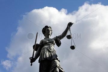 Frankfurt/Main  Deutschland  die Figur der Justitia auf dem Justitia-Brunnen