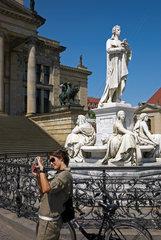 Berlin  Deutschland  das Schillerdenkmal am Gendarmenmarkt