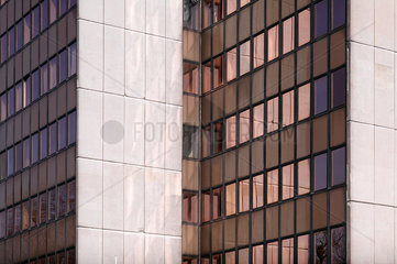 Berlin  Deutschland  ein Verwaltungsbau mit bronzenen Fenstern
