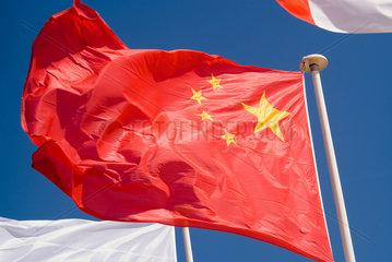 Frankreich  wehende Flagge der Volksrepublik China