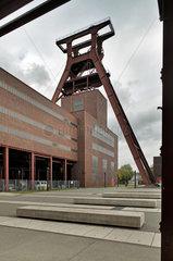 Essen  Deutschland  Foerderturm der Zeche Zollverein