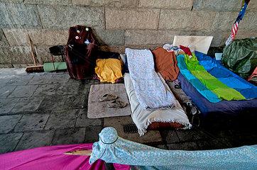 Matratzenlager unter der Bruecke