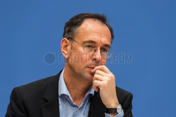 Berlin  Deutschland  Prof. Dr. Andreas Zick anlaesslich einer Pressekonferenz