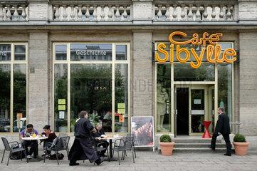 Berlin  Deutschland  Cafe Sibylle an der Karl-Marx-Allee