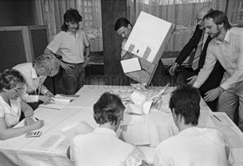 Volkskammerwahl  Jena  DDR  Maerz 1990