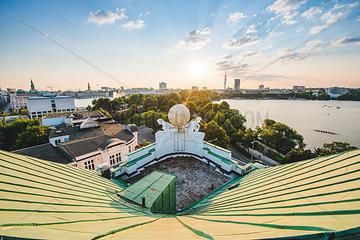 Blick auf Binnen- und Aussenalster vom Dach des Hotel Atlantic  Hamburg III