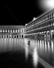 Markusplatz bei Hochwasser (Acqua Alta)  Venedig
