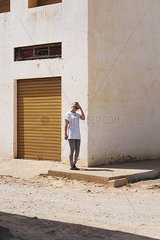 Blonde Frau in Marrakesch