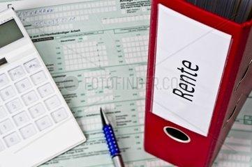 Ordner mit Unterlagen zur Rente