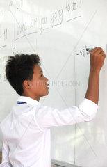 Phnom Penh  Kambodscha  Schueler in der Schule des Future Light Orphanage