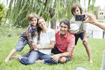 Using digital camera to photograph family with two children  personal perspective
