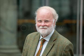 Dr. Manfred Luetz