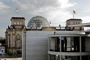Bundestag  Reichstagsgebaeude Berlin