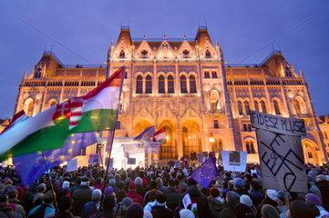 Demontration vor dem Merkel-Besuch in Ungarn