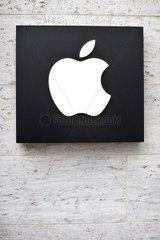 Hannover  Deutschland  Apple-Logo am Apple-Shop in der Innenstadt