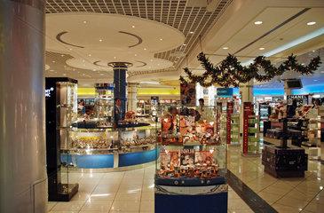 Weihnachtsdekoration im Flughafen von Bahrain