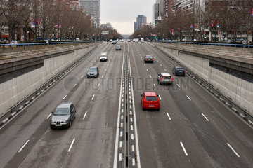 Madrid  Spanien  Autos auf der Paseo de la Castellana