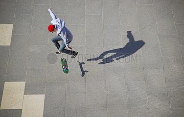 Dreizehnjaehriger Skater in Koeln