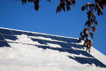 Schneebedeckte Solarmodule