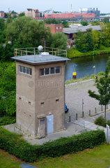 Berlin  Deutschland  ehemaliger Wachturm der DDR-Grenztruppen