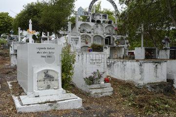 landestypischer Friedhof  Insel Santa Cruz  Galapagos  Unesco Welterbe  Ecuador  Suedamerika