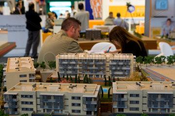 Barcelona  Spanien  Immobilienmodell auf der Messe BMP
