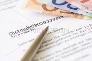 Brief mit Betreff Dichtigkeitsnachweis und euro-Scheinen
