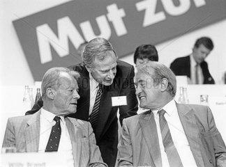 Willy Brandt  Johannes Rau  Klaus von Dohnanyi  SPD-Parteitag Nuernberg 1986