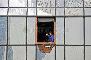 Fenstereinbau am Hochaus der Deutschen Bank in Frankfurt