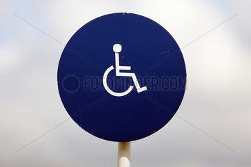 Newmarket  Suffolk  Hinweisschild  Rollstuhlfahrer