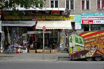 Gemischtwarenladen fuer Revolutionsbedarf in Berlin-Kreuzberg