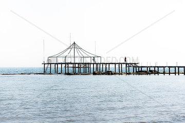 Pavillon im Meer