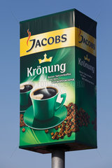 Berlin  Deutschland  Aussenwerbung fuer Jacobs Kroenung an dem Kraft Foods Werk in Berlin-Neukoelln