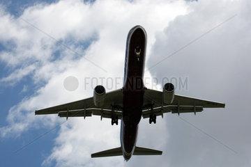 Leipzig  Deutschland  Flugzeug im Flug