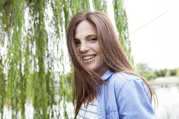 Young woman smiling outdoors  portrait