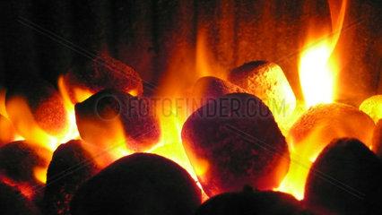 brennende Grillkohle