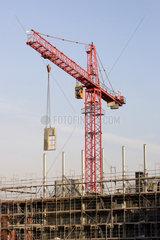 Berlin  ein Baukran auf einer Baustelle