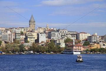 Stadtviertel von Istanbul ueber dem Bosporus mit dem Galataturm  Tuerkei  Istanbul  Beyoglu