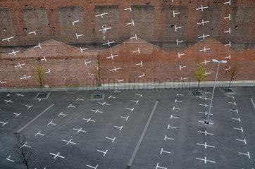 Kunstwerk Vertikaler Parkplatz an Koelner Fabrikmauer