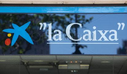 Barcelona  Spanien  Logo der Sparkasse la Caixa