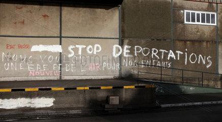 Fl__chtlinge in Calais: Graffito gegen Abschiebung