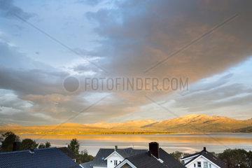 Morgensonne scheint auf Kvalssueya