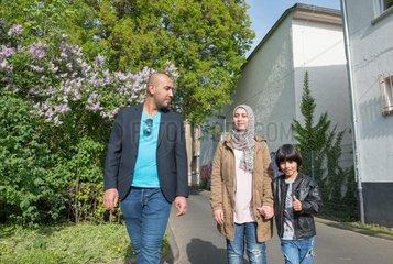 Arabische Familie  lila Graffiti  Eichenlaub  Flieder