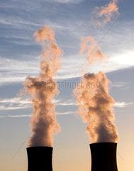 Kuehltuerme des Atomkraftwerks Grafenrheinfeld