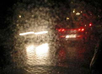 Autofahren bei Regenwetter