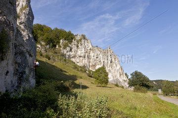 Kletterer am Dohlenfelsen im Altmuehltal