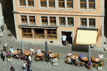 Rothenburg ob der Tauber  Deutschland  Blick vom Rathausturm auf eine Konditorei