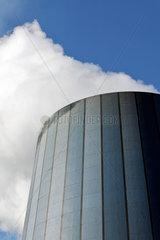 Duisburg  Deutschland  Wasserdampf steigt aus dem Kuehlturm des Hochofens 8 der ThyssenKrupp Steel
