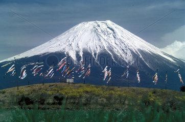 Fujiyama mit Flaggen