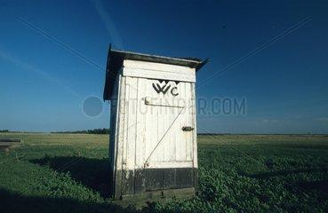 Toilette auf dem Feld